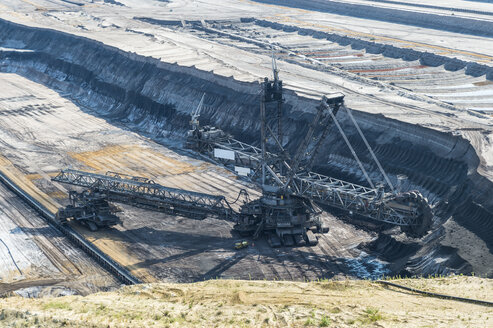 Germany, Garzweiler surface mine, giant bucket-wheel excavator - FRF00547