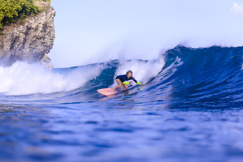 Indonesia, Bali, woman surfing - KNTF00887