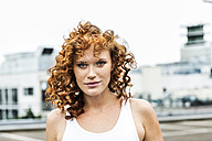 Portrait of redheaded woman outdoors - FMKF04524
