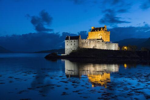 UK, Scotland, Dornie, Loch Duich, Eilean Donan Castle at blue hour - FOF09358