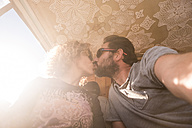 Couple kissing in backlight - SIPF01754