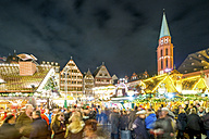 Germany, Frankfurt, Christmas market at Roemerberg with view to Ostzeile - PUF00711