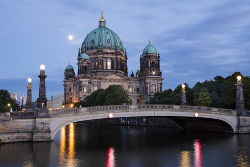 Germany, Berlin, view to Berliner Dom at blue hour - WIF03434