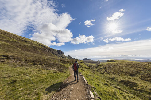UK, Scotland, Inner Hebrides, Isle of Skye, Trotternish, Quiraing, tourist on hiking trail - FOF09376