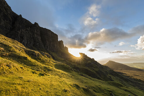 UK, Scotland, Inner Hebrides, Isle of Skye, Trotternish, Quiraing, sunrise at The Prison and Meall na Suiramach - FOF09382