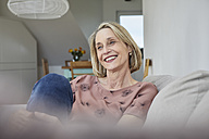 Smiling mature woman at home on the sofa - RBF06068