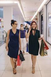 Girlfriends on a shopping spree - MOMF00245