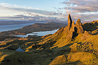 UK, Scotland, Inner Hebrides, Isle of Skye, Trotternish, morning mood at Loch Leathan and The Storr - FOF09389