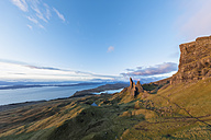 UK, Scotland, Inner Hebrides, Isle of Skye, Trotternish, morning mood at Loch Leathan and The Storr - FOF09392