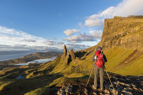 UK, Scotland, Inner Hebrides, Isle of Skye, Trotternish, tourist taking pictures near The Storr - FOF09395