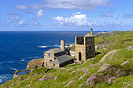 UK, Cornwall, Old tin and copper mine with Pendeen lighthouse in background - SIEF07538