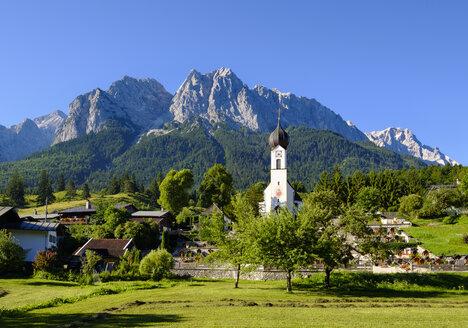 Germany, Upper Bavaria, Grainau with etterstein mountains in background - SIEF07539