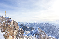 Germany, Bavaria, Jubilaeumsgrat, view from Zugspitze to Wetterstein mountains - MMAF00143