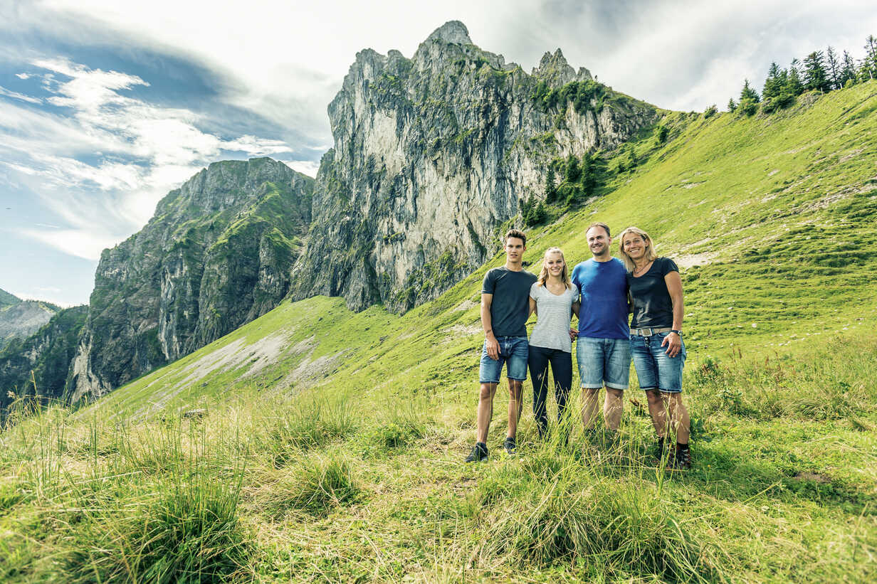 Germany, Bavaria, Pfronten, portrait of happy family on alpine meadow near Aggenstein - PNPF00015 - Nullplus/Westend61