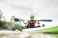 Germany, Bavaria, Allgaeu, couple kayaking on river Iller - PNPF00063