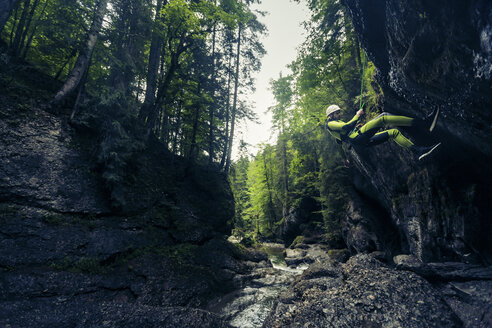 Germany, Bavaria, Allgaeu, young man canyoning in Ostertal - PNPF00072