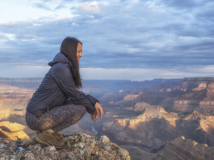 USA, Arizona, Grand Canyon National Park, tourist enjoying the view - TOVF00098