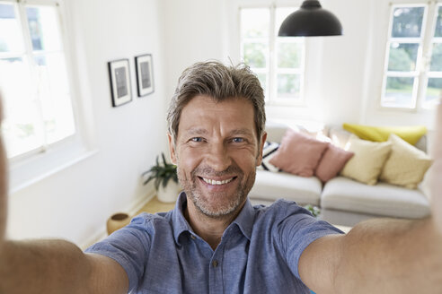 Mature man at home taking a selfie - PDF01290