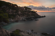 Spain, Catalonia, Lloret de Mar, Cala Trons at twilight - SKCF00321