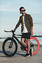 Young man with fixie bike at the waterfront - VPIF00189
