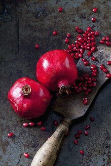 Two whole pomegranates, pomegranate seed and cleaver - CSF28335