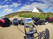 France, Bretagne, Sainte-Anne la Palud, Plage de Treguer, cell phone on mountain e-bike - LAF01908