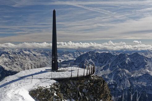 Austria, Tyrol, Oetztal, Soelden, observation deck Schwarze Schneid with obelisk - GFF01042