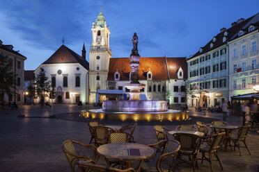 Slovakia, Bratislava, Old Town, Main Square at night with cafe restaurant tables, Roland Fountain and Town Hall - ABOF00281