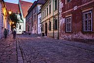 Slovakia, Bratislava, Kapitulska Street in the evening - ABOF00287
