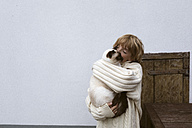 Boy holding cat on his arms - KMKF00015
