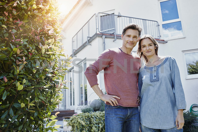 Portrait of couple in front of their home - RORF01018
