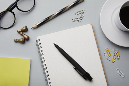 Notepad and office utensils on desk - RBF06094