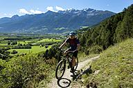 Italy, South Tyrol, Vinschgau, Schluderns, mountain biker on trail - LBF01670