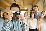 Photographer with family at home at Christmas - HAPF02176