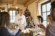 Senior man holding a speech with family at Christmas dinner - HAPF02182