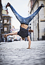 Man doing a handstand in the city - BSZF00076