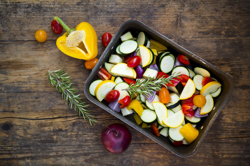 Raw Mediterranean oven vegetables on roasting tray - LVF06345