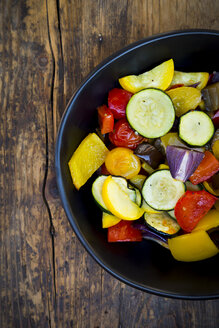 Mediterranean oven vegetables in a bowl - LVF06348