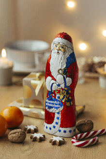 Chocolate Santa with presents, fruits and cinnamon stars - JHAF00003