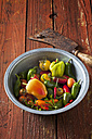 Bowl of organic vegetables on wood - CSF28344