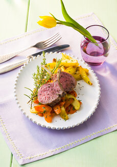 Lamb chop with vegetables on plate - PPXF00075
