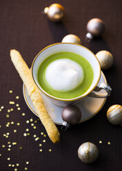 Pea soup with milk froth - PPXF00090