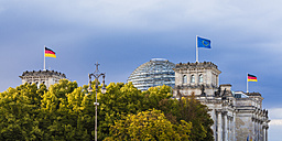 Germany, Berlin, Berlin-Tiergarten, Reichstag building with flags - WDF04178