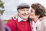 Selfie of happy senior couple outdoors - UUF12047