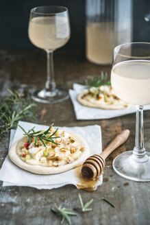 Tarte Flambee with apple, goat cheese, spring onions, rosmary and walnuts and Federweisser - IPF00429