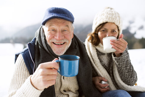 Portrait of senior man with hot beverage in winter - HAPF02263