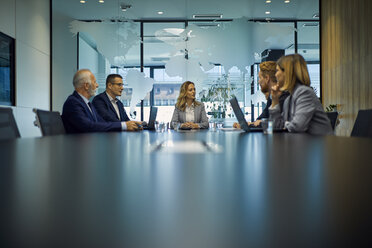 Group of business people discussing in meeting - ZEDF00902