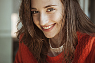 Portrait of smiling young woman - FEXF00298