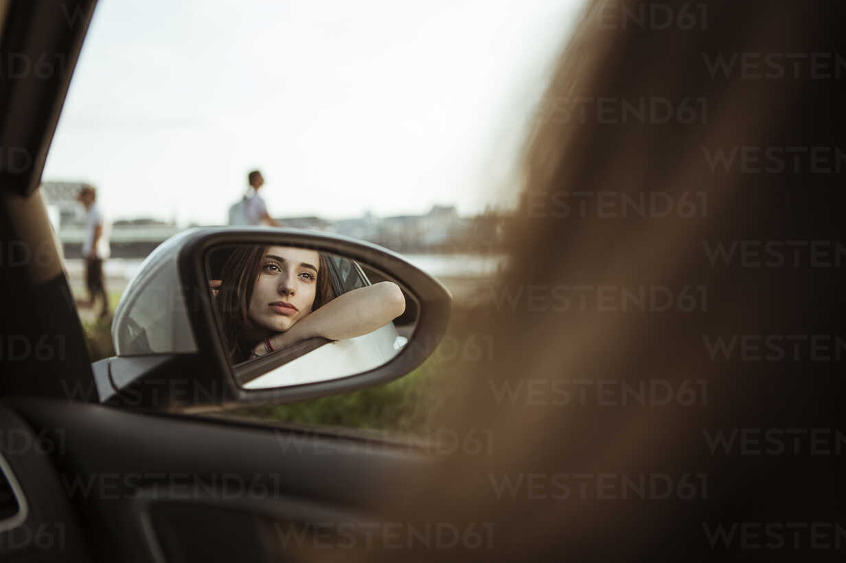 Mirror image of young woman in car looking out of window - FEXF00307 - Team-Up/Westend61