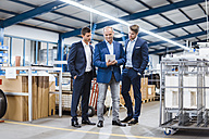 Business people having a meeting in company shop floor - DIGF02986